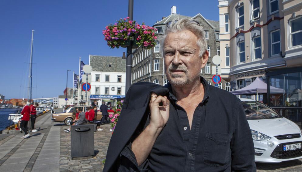 GJORT DET MESTE: Dennis Storhøi ble amandanominert for komigrøsseren «Prosjekt Z». - En strålende film som dessverre druknet i pandemien, sier Dennis Storhøi, som likevel håper at folk får øynene opp for filmen og regissøren Henrik Dahlsbakken. Foto: Anders Grønneberg