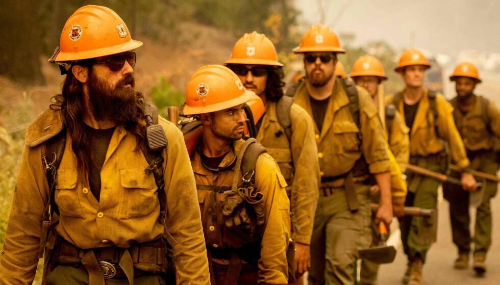 IKKE KONTROLL: Mer enn 3500 brannmenn er satt inn for å bekjempe brannene, som begynte for mer enn to uker siden, Foto: Josh Edelson / AFP / NTB