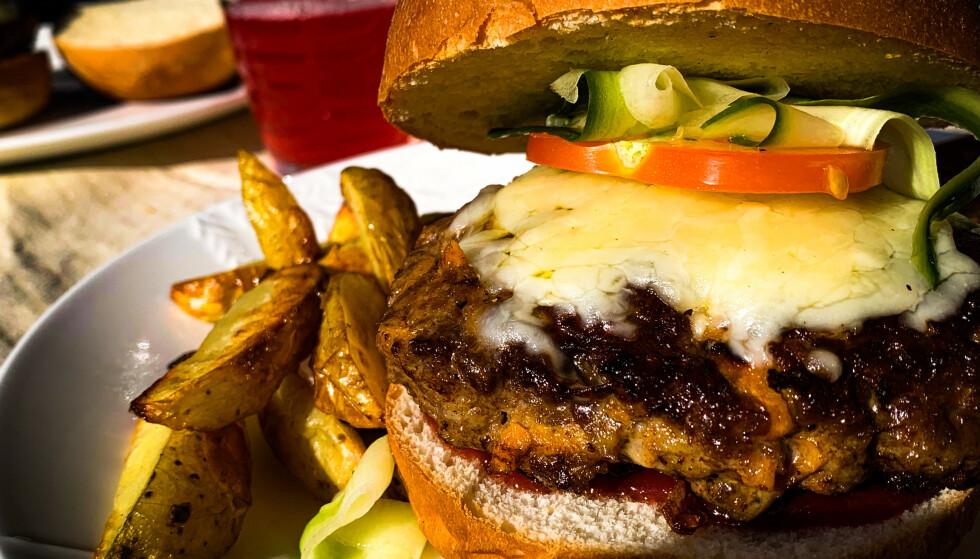 EN VINNER: Det er lite tvil om at burgeren ble vinneren av rettene som leveres av nykommeren HelloFresh!. Foto: Matredaksjonen