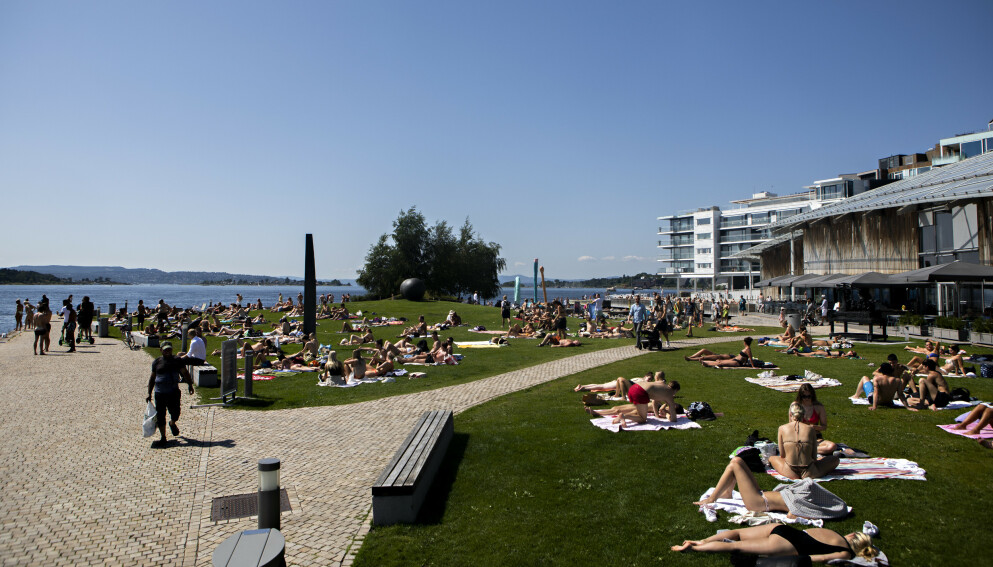 SLUTT PÅ DETTE: Selv om det ikke brått blir kjøligere, vil temperaturene synke inn mot helga. Foto: Frank Karlsen / Dagbladet