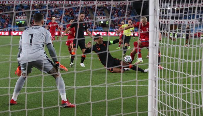 1-0: Erling Braut Haaland er både god og litt heldig. Foto: Bjørn Langsem