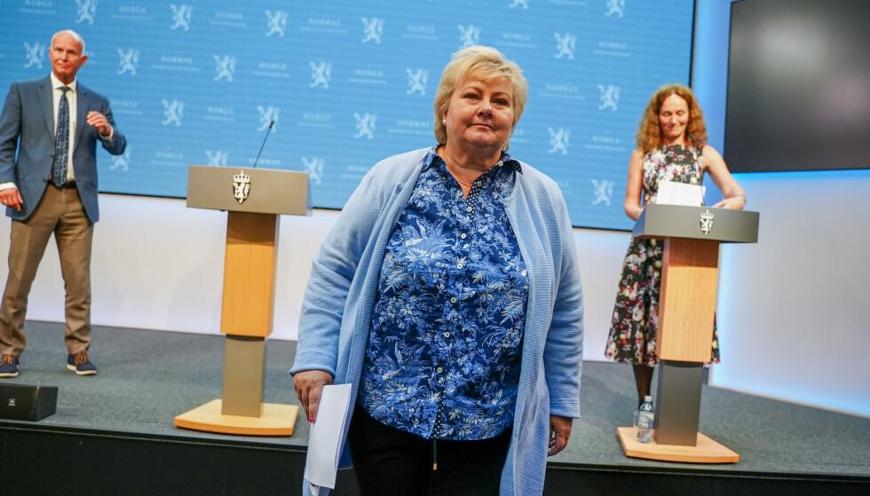 FEILGREP: Helsemyndighetene og statsminister Erna Solberg innrømmet å ha informert kommunene for seint om test-for-karantene-systemet. Foto: Ali Zare / NTB