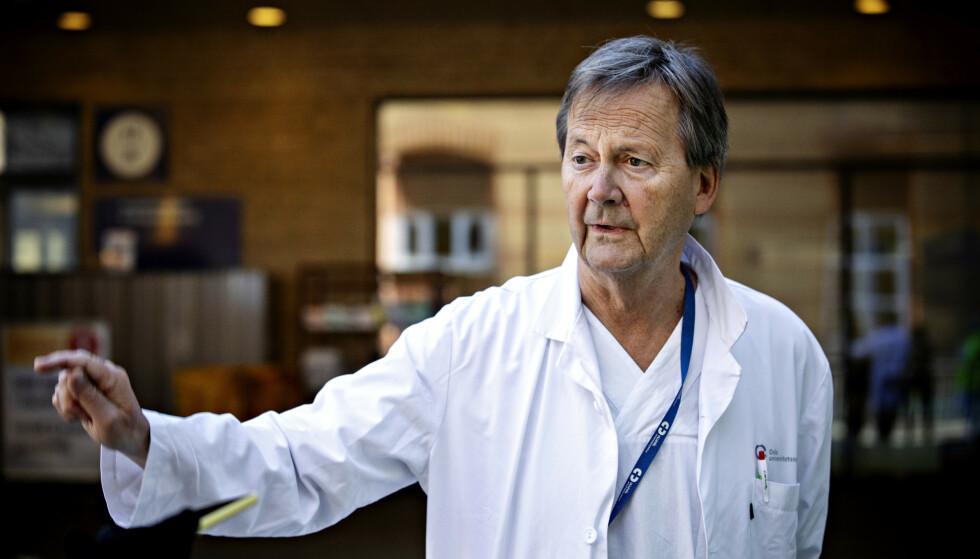 AVDARER: Leder Dag Jacobsen ved medisinsk avdeling ved OUS advarer om at også yngre personer kan bli alvorlig syke av covid-19. Foto: Nina Hansen / DAGBLADET