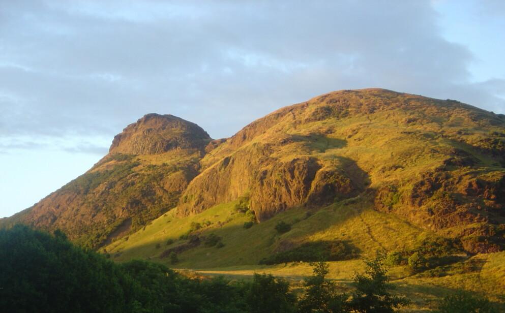 POPULÆRT: Arthur's Seat er et populært turområde i Skottland. Foto: David Monniaux
