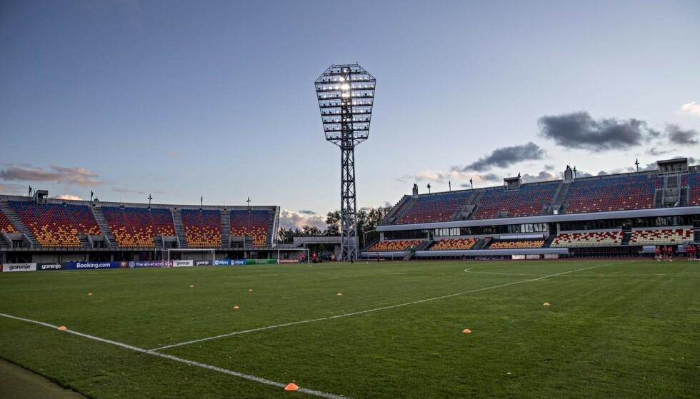 ÅPEN LØSNING: Daugava Stadium i Riga har en kapasitet på 10.000 tilskuere. Foto: Bjørn Langsem / Dagbladet