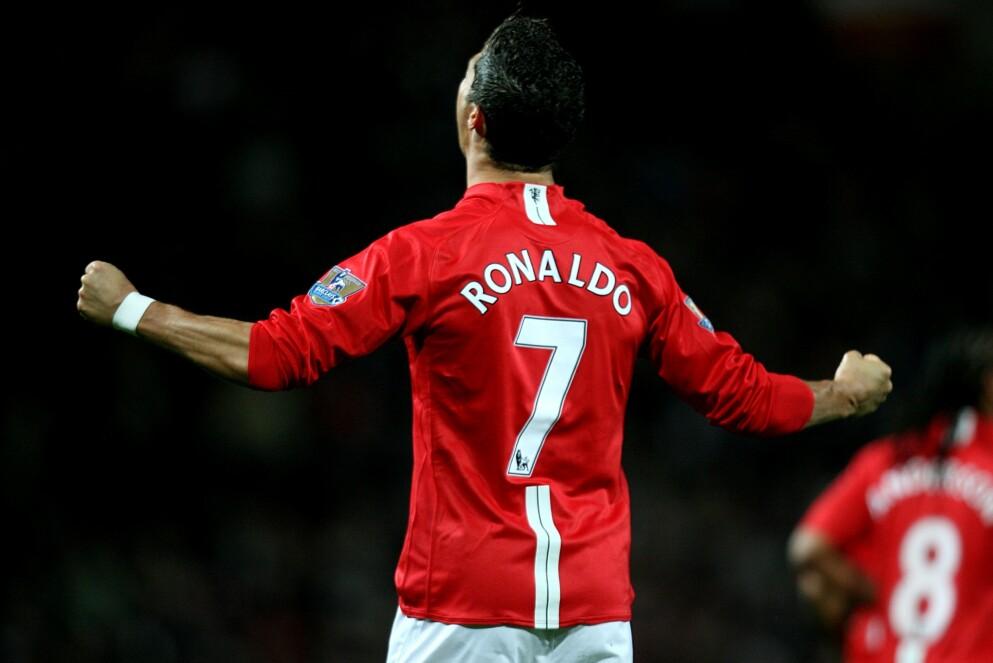 TILBAKE I RØDT: Cristiano Ronaldo vil bære nummer 7 i Manchester United, slik han også gjorde for 12 år siden. Foto: Martin Rickett/PA/NTB