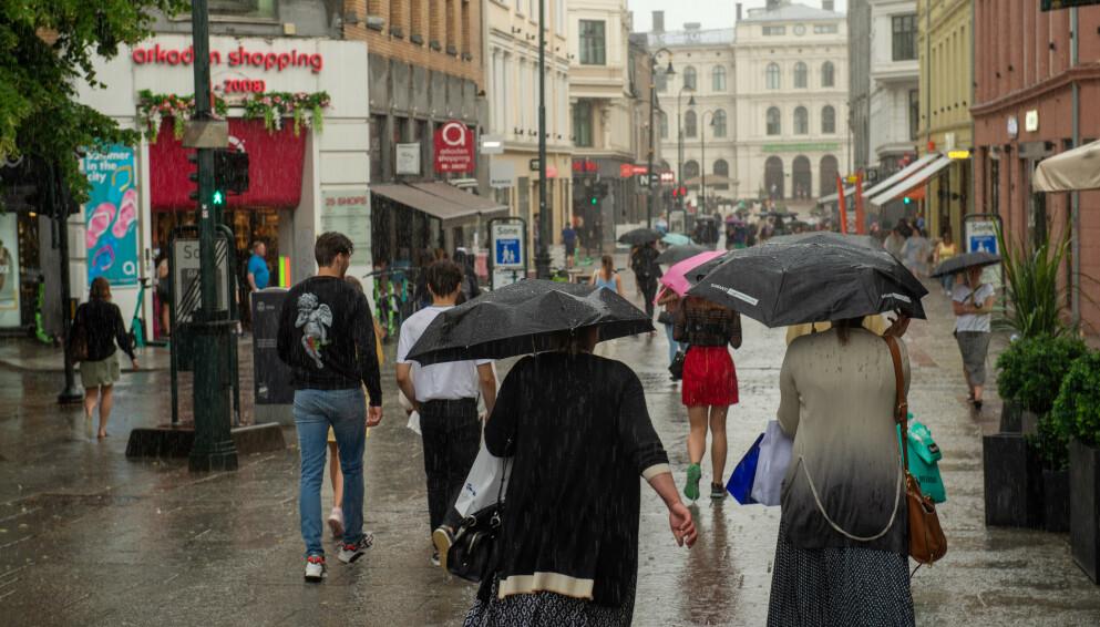 NEDBØR: Det vil bli store mengder nedbør i Trøndelag og Nordland. Her fra en regnværsdag i Oslo. Foto: Annika Byrde / NTB