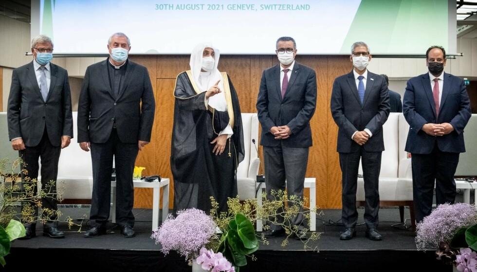 KONFERANSE: Mohammad al-Issa (i midten), leder for Muslim World League, på scenen under en konferanse i Genève arrangert av Høyre-politiker Aamir J. Sheikh. Sheikh og Kjell Magne Bondevik har fått store beløp i støtte fra MWL - men avviser koblinger til Saudi-Arabia. Foto: Lars Eivind Bones