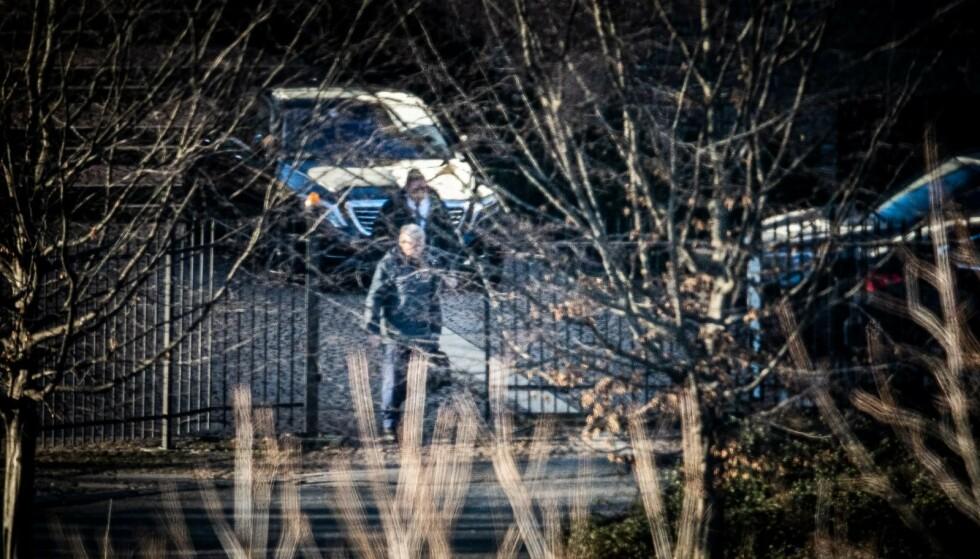 TIDLIG UTE: Kjell Magne Bondevik fotografert på vei inn på Saudi-Arabias ambassade i Oslo, 4. februar i år. Han var blant de aller første som besøkte landets nye ambassadør, opplyser ambassadøren til Dagbladet. Foto: Lars Eivind Bones