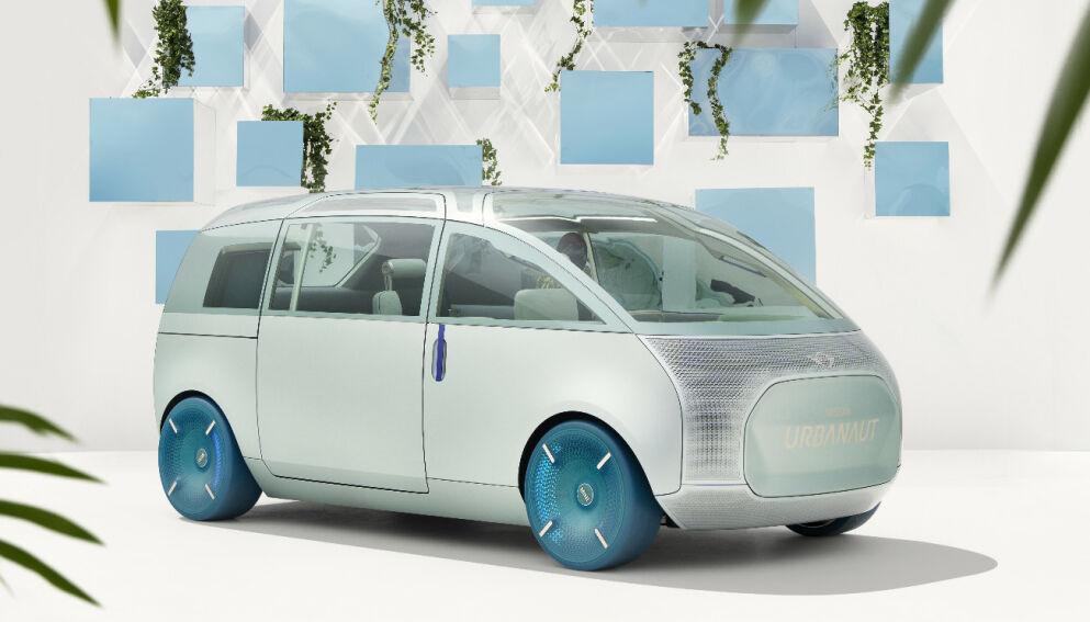 SER INN I FRAMTIDA: I München viser Mini konseptbilen Urbanaut, som ifølge fabrikken gir et spennende innsyn i deres framtid.