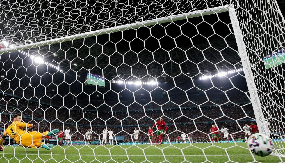 SIKKER: Cristiano Ronaldo scorer straffe for Portgal i EM. Foto: Reuters