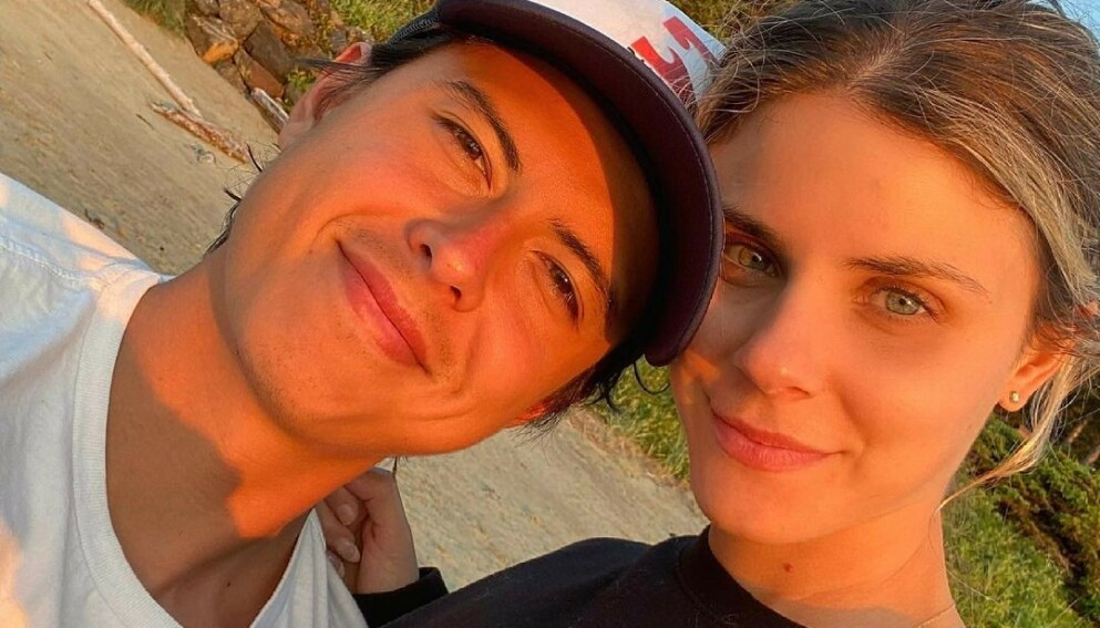 TOK FORHOLDET ETT STEG VIDERE: Skuespiller Jordan Connor deler gladnyhet med fansen. Foto: Instagram / thejordanconnor