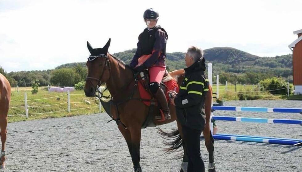 RIDESTEVNE: Pia Olden har ridd i en årrekke og jobber for øyeblikket som ridelærer. Foto: Privat