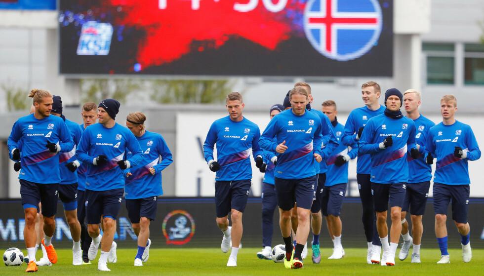 I HARDT VÆR: Det stormer rundt det islandske fotballandslaget, her avbildet i 2018. Dramaet er på ingen måte over. Foto: Reuters