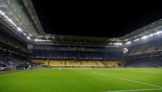 STORSTUE: Sükrü Saracoğlu Stadion i Istanbul tar i overkant av 50.000 tilskuere. Foto: NTB