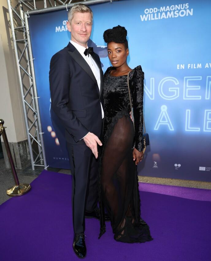 - STOLT: Odd-Magnus har premiere på sin nye film i kveld. Kona Tinashe er tydelig stolt av ham. Foto: Andreas Fadum/Se og Hør