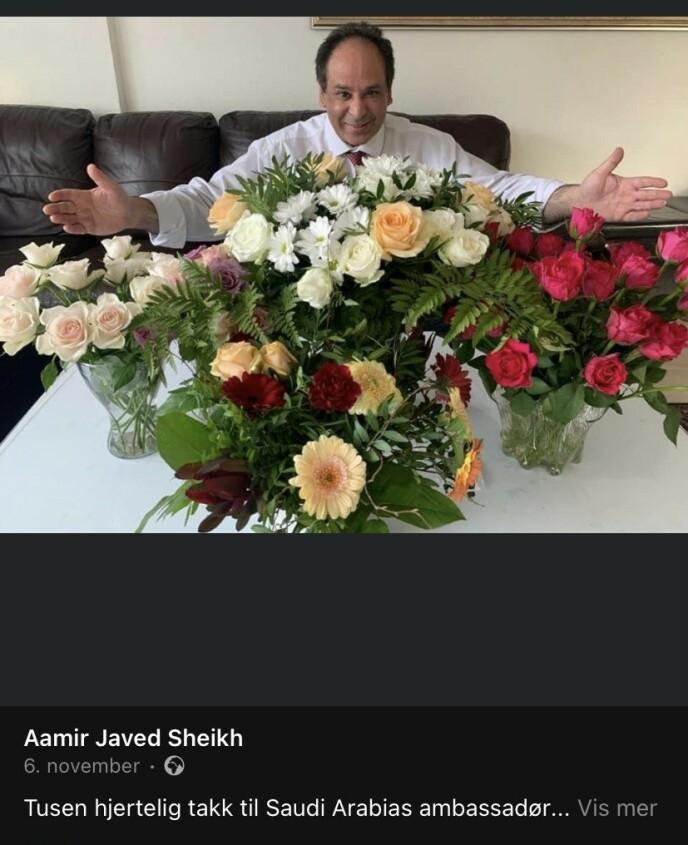 FIKK BLOMSTER: Sheikh takket Majid Alharazi etter blomsterbuketten Sheikh fikk da han ble coronasyk.
