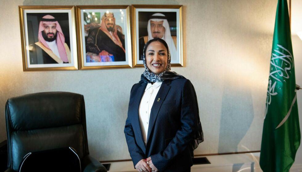 STILTE TIL INTERVJU: Da vi spør Saudi-Arabias ambassadør om virksomheten mellom Sheikh og en saudiarabisk toppdiplomat sin kone, svarer hun med et spørsmål: - Er det ulovlig? Foto: Lars Eivind Bones
