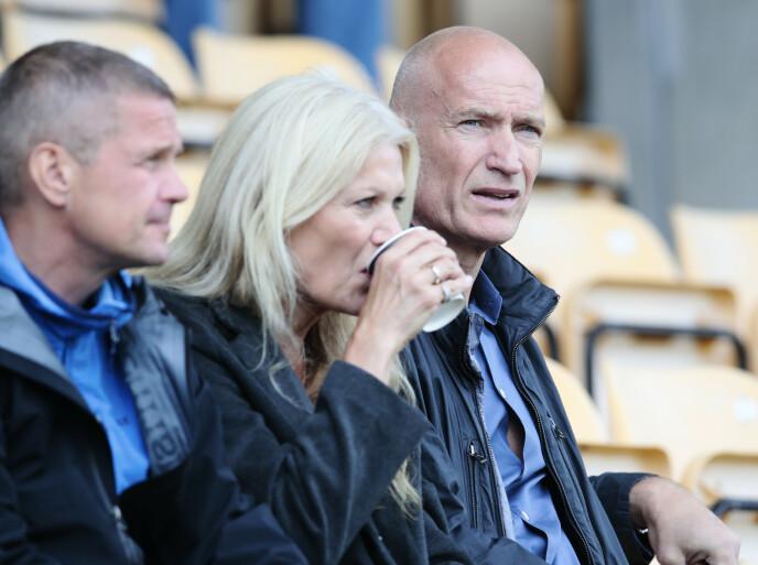 RINGSIDE: Erik Thorstvedt hadde en strålende karriere som keeper. Nå følger han sønnen tett. Foto: Håkon Mosvold Larsen / NTB