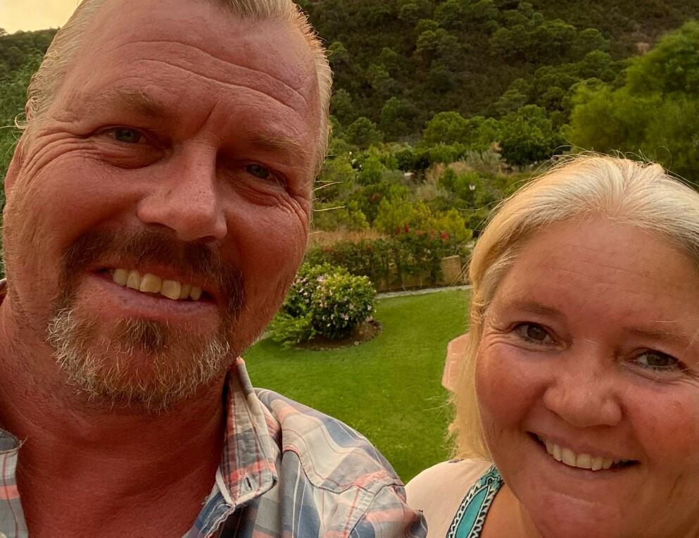 ILDRØ KULE: Ekteparet Johnny og Ann Elin Stahl bor i Malaga-provinsen der skogbrannen brøt ut onsdag kveld. - Mange ble bekymret da himmelen i går kveld lyste opp som en ildrø kule, sier Stahl. Foto: www.monteselwo.eu