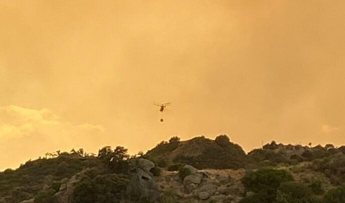 SLUKKING: 29 fly og helikoptre ble brukt i slukningsarbeidet torsdag. Foto: www.monteselwo.eu