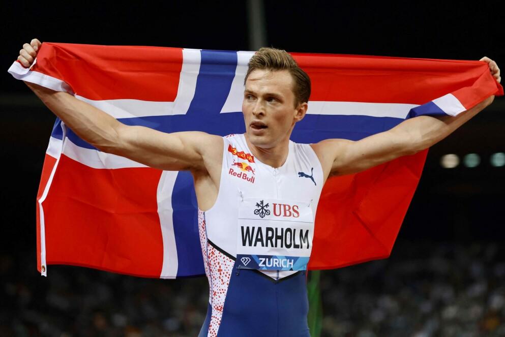 VERDENS BESTE I FRIIDRETT: Karsten Warholm ble stående igjen som den friidrettsutøveren med flest poeng i 2021 etter at svenske Armand Duplantis misset på rekordforsøkene på 6,19 i stav. Foto: Stefan Wermuth / AFP