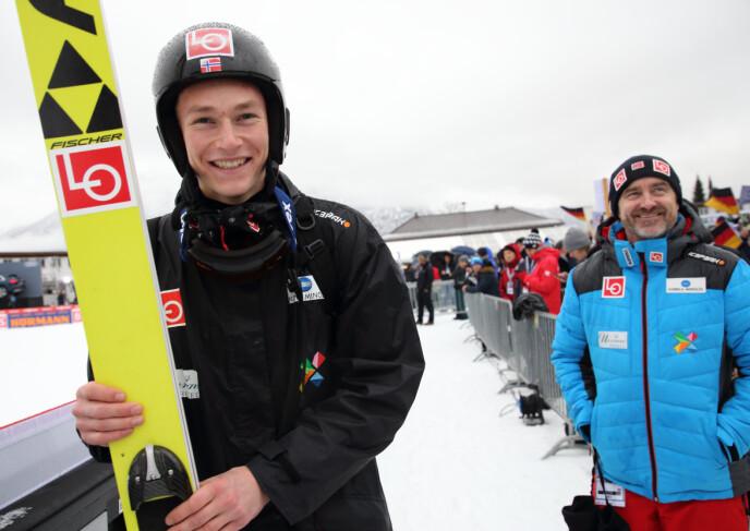 ELSKER HOPPLIVET: Clas Brede Bråthen har alltid vært i sitt ess ute i hoppbakken. Her sammen med Robin Pedersen i Garmisch-Partenkirchen i 2018. Foto: Geir Olsen / NTB