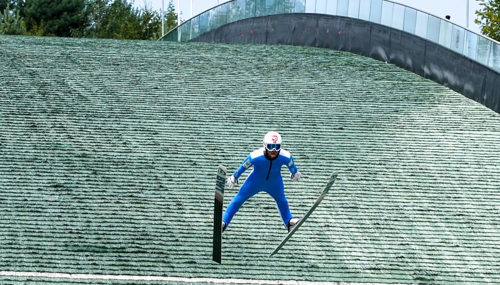 SVEVER: Daniel-André Tande i Midtstubakken forrige måned.Foto: Lise Åserud / NTB