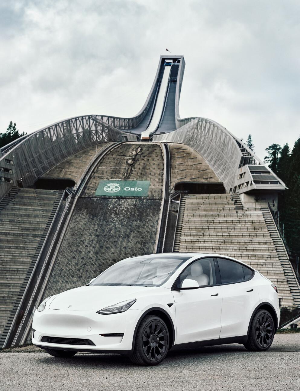 TØFF KONKURRANSE: Mange norske kjøpere har ventet lenge på Tesla Model Y. Konkurrentene fra andre mellomstore, elektriske SUV-er blir imidlertid tøff framover. Foto: Tesla