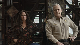 (L-R): Maura Tierney as Grace Poe and Jeff Daniels as Del Harris in AMERICAN RUST. Photo Credit: Matthias Clamer/SHOWTIME.