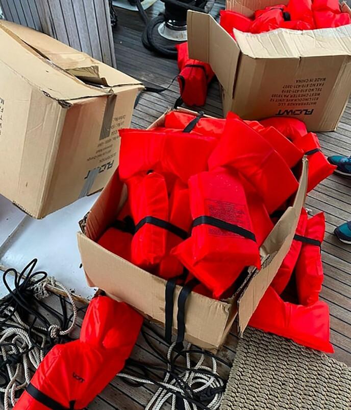 VANNTETT: Blokker med kokain ble funnet i vanntette bagger på luksus yachten utenfor England. Foto: AFP/NTB