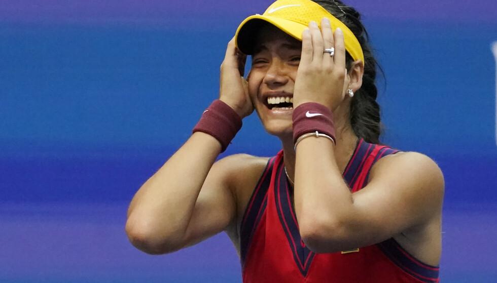 SJOKKET: Emma Raducanu jublet etter at seieren var sikret. Foto: NTB