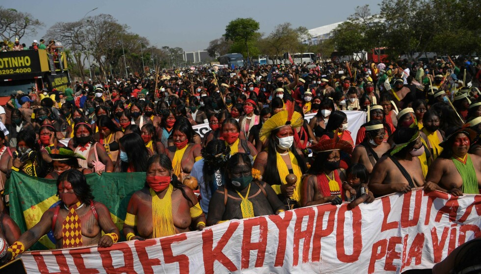 PROTEST MARCH: More than 5,000 Brazilian indigenous women are said to have taken part in the demonstrations during the Supreme Court's hearing of a case that could be decisive for indigenous peoples' territories.  Photo: Carl de Souza / AFP / NTB Scanpix
