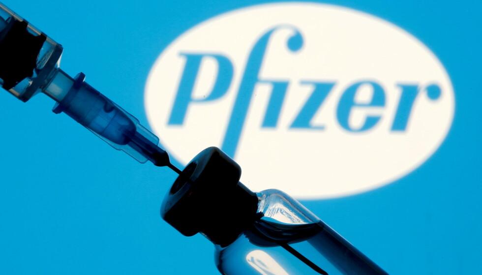 KRITISK: Norske helsemyndigheter er kritiske til en ny studie om vaksinasjon med Pfizer-vaksinen blant personer i aldersgruppa 12 til 17 år. Foto: Dado Ruvic / Reuters / NTB