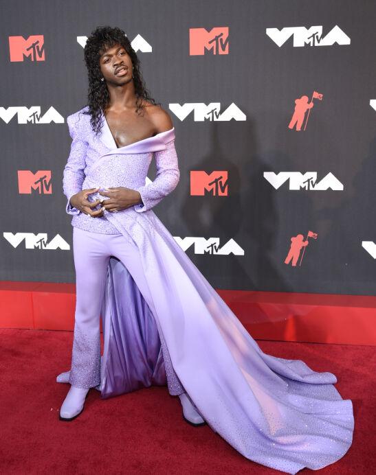 MATCHY MATCHY: Lil Nas X gikk for lilla og glitter. Foto: Evan Agostini/Invision/AP/NTB