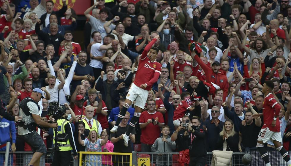 DEN HJEMVENDTE SØNN: Cristiano Ronaldos comeback i den røde trøya endte selvfølgelig med jubel. Nå håper United-fansen at han skal finne målformen i Champions League. Foto: Rui Vieira/AP Photos