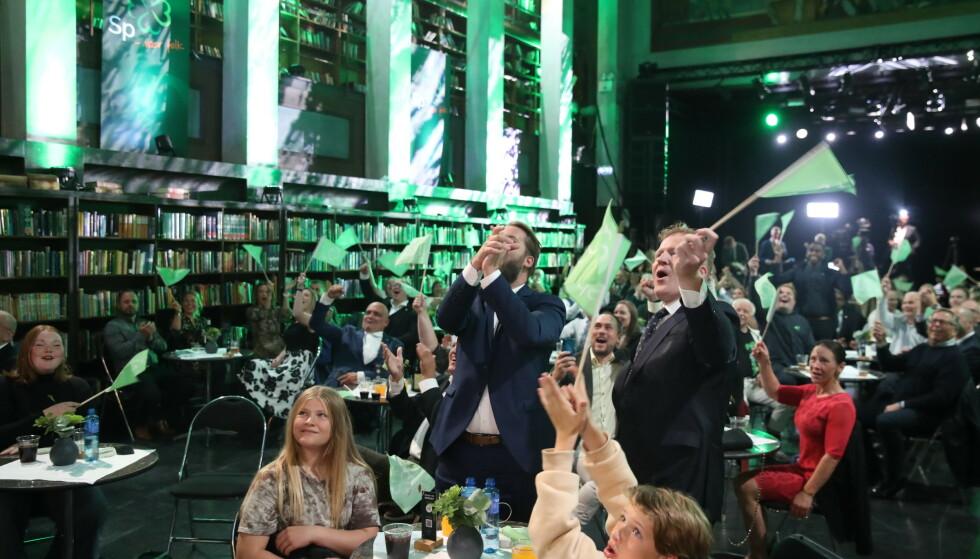 JUBEL: Stemningen var god på Sp's valgvake da de første prognosene kom kl 21. Foto: Bjørn Langsem / Dagbladet