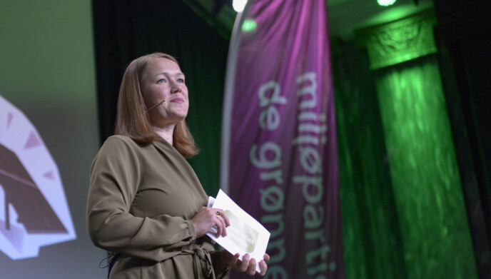 BITER NEGLER: Partileder Une Aina Bastholm var ikke sikker da hun talte på MDGs valgvake mandag kveld. Foto: Annika Byrde / NTB