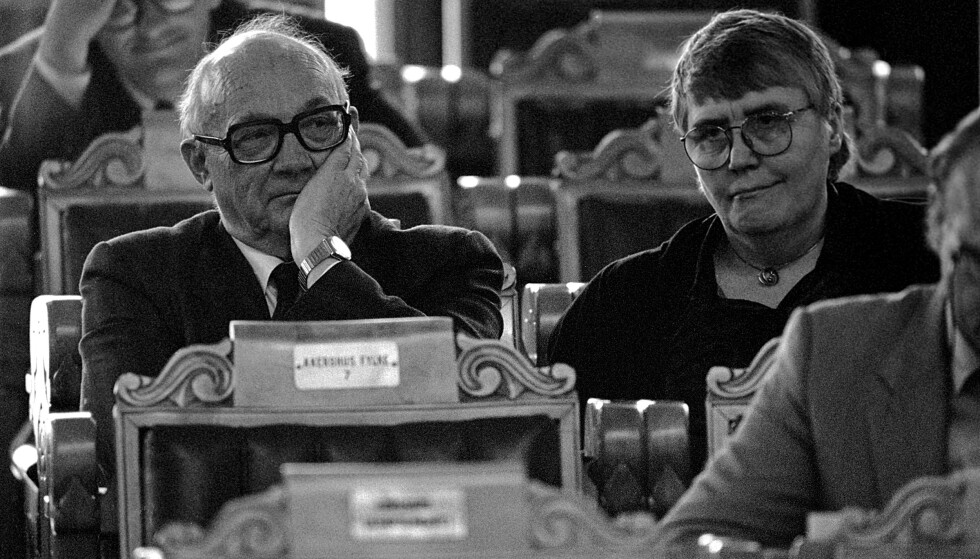 1990: Den første ensomme ulven på Stortinget, Anders Aune, sammen med Oddrun Pettersen (Ap). Foto: : Jørn H. Moen / NTB.
