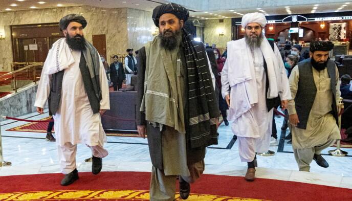 SAVNET: Mullah Abdul Ghani Baradar (i midten) har vært borte fra offentligheten i flere dager. Foto: Reuters / NTB