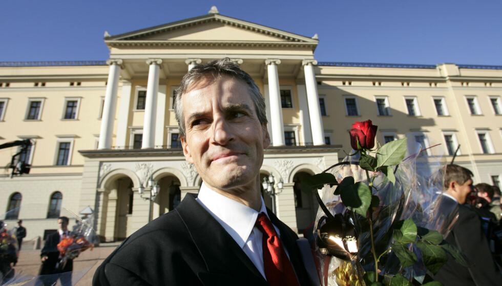 IKKE SOM SIST: Bildet viser påtroppende utenriksminister Jonas Gahr Støre på Slottsplassen i 2005. Denne gang velger han mannskapet selv. Foto: Erlend Aas / NTB .