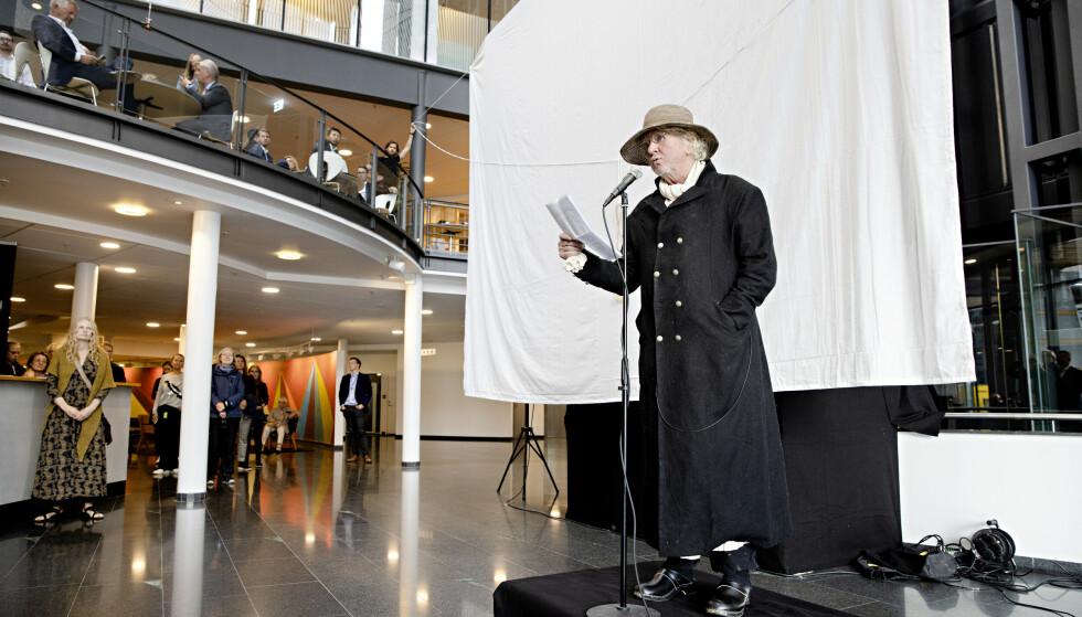 APPELL: Før bildet ble avduket holdt Nerdrum en appell for de fremmøtte. Foto: Kristian Ridder-Nielsen / Dagbladet