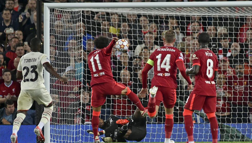 STRAFFEBOM: Mohamed Salah bommet fra straffemerket. Foto: AP Photo/Rui Vieira