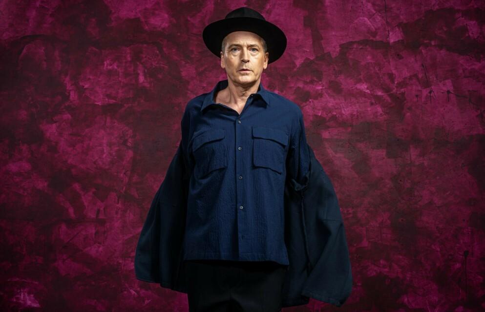 PERSONLIG: Morten Abel kler ikke helt av seg, men er både personlig og sårbar på siste del av en trilogi på morsmålet, «Bare prøv deg, sjelefred». Foto: Per Heimly