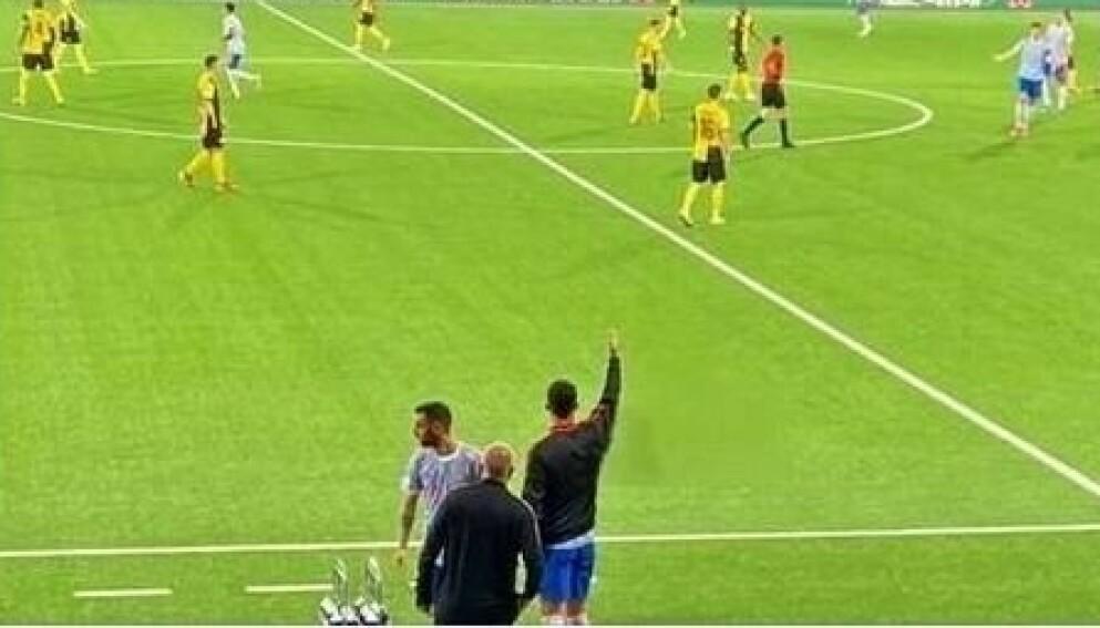 FJERNET SOLSKJÆR: Dette bildet ble publisert på TV 2 Sportens Facebook-sider onsdag. Til høyre for Ronaldo står egentlig Ole Gunnar Solskjær. Han er derimot fjernet fra dette bildet. TV 2 beklager, og sier det var en glipp. Foto: Skjermdump fra Facebook