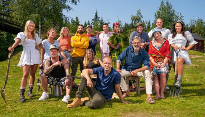 KLAR, FERDIG, GÅ: Her er de 14 deltakerne som blir å se i «Farmen» i høst. Foto: Espen Solli / TV 2