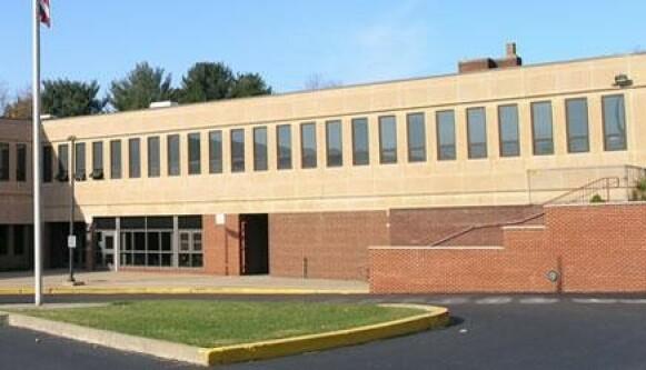 BLE FULL: Den fem år gamle jenta kollapset i kantina på J.H Brooks Elementary School i Pennsylvania. Foto: Google Maps