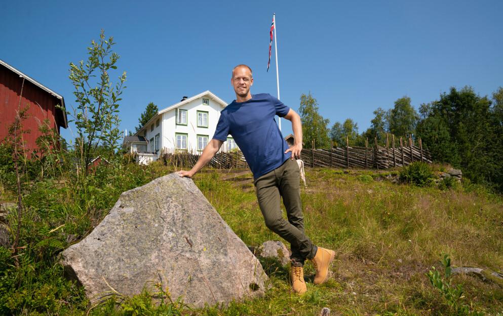 TV-KLAR PÅ NY: Mads Hansen har tirsdag premiere på sin andre sesong av «Farmen» på TV 2. Foto: Espen Solli / TV2