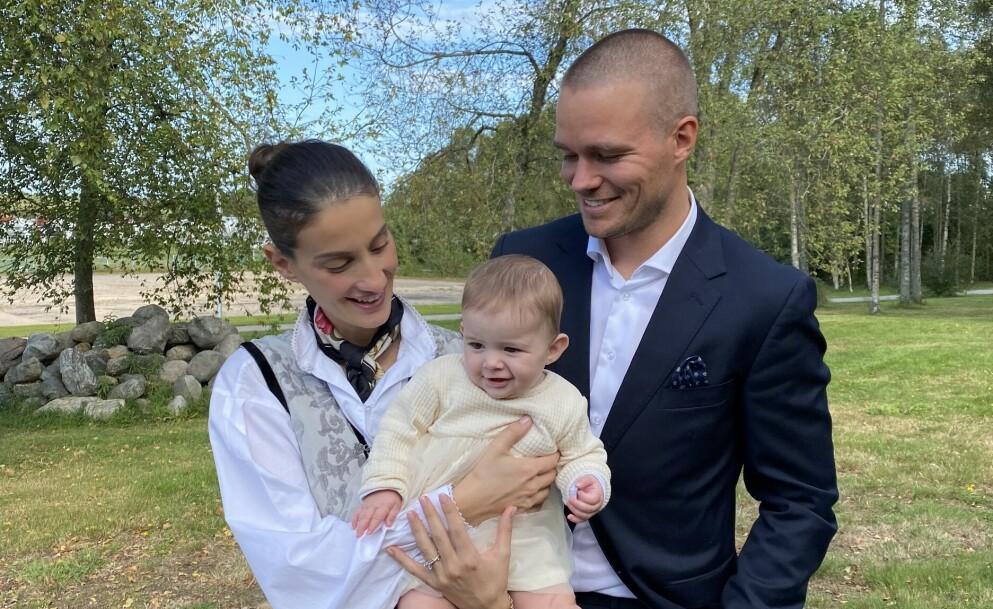 SE, SÅ SØT: Miranda Morina og Paal Nygård ble for et drøyt halvt år siden foreldre til dette lille sjarmtrollet, som har fått navnet Alba. Foto: Privat