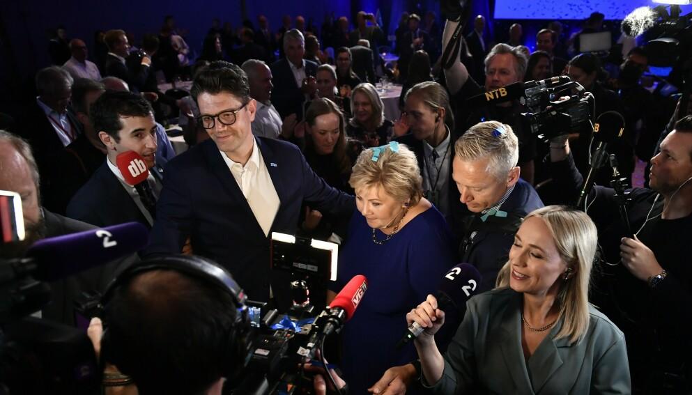TETT: Valgvakene og journalister har fått mye kritikk for å stått for tett på valgdagen. Kultursektoren mener de lider unødvendig under strenge restriksjoner. Her fra Høyres valgvake. Foto:Lars Eivind Bones / Dagbladet